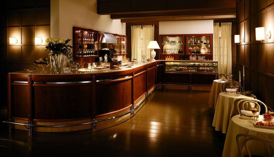 Arredamenti a roma per panifici pizzerie pasticcerie bar for Arredamento caffetteria